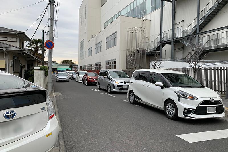 ルネサンスの駐車待ちの渋滞