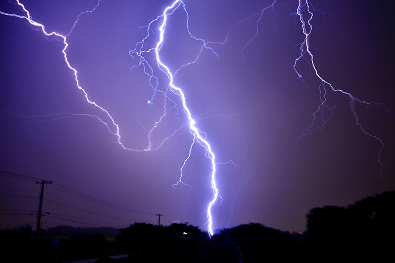 落雷による停電のため東武スカイツリーライン遅延中