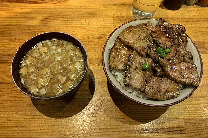 十勝亭の豚丼と豚汁